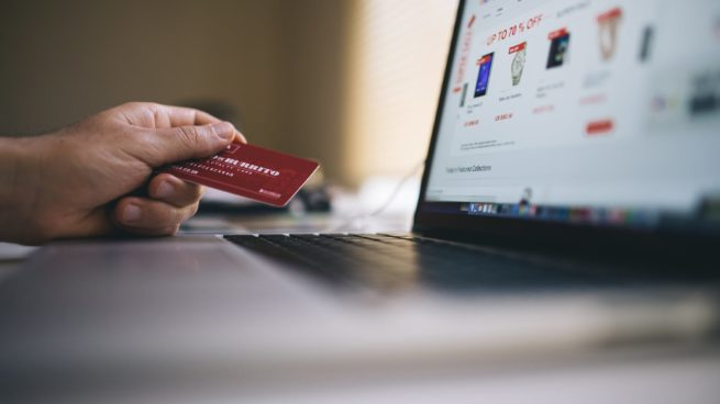 paying with credit card online shopping
